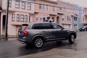 Uber остановила испытания автономных автомобилей из-за смертельной аварии»